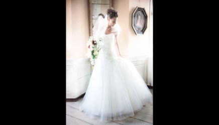 Bryllupsfotograf-Christina-Damgaard-Lene-Bo-Broholm-Kjole