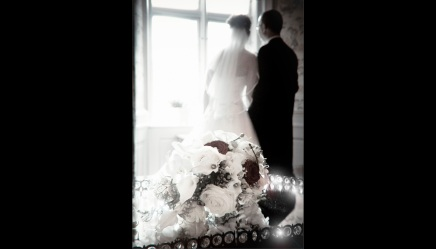 Bryllupsfotograf-Christina-Damgaard-Lene-Bo-Broholm-Vindue-Buket