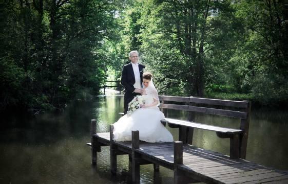 Bryllupsfotograf-Christina-Damgaard-Lene-og-Bo-ved-sø