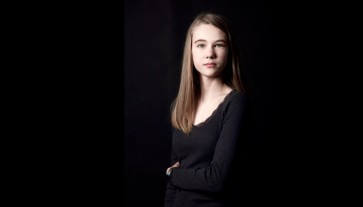 fotograf-christina-damgaard-portrc3a6t-ung-simone-e1401792810521