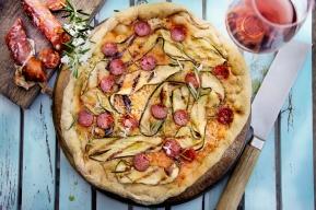 Uge_25_2018_Hvid-pizza-med-chorizo-og-courgetter
