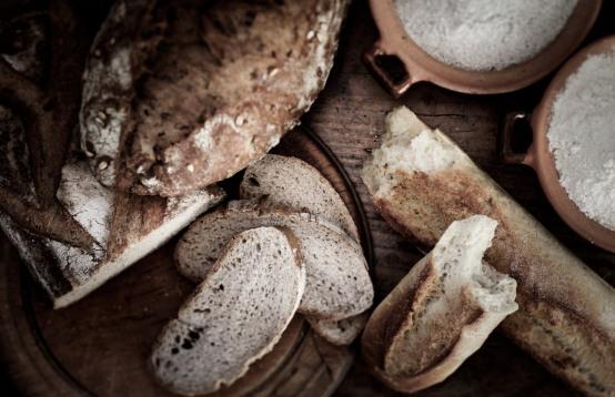 Wendorff_2015_christinadamgaard.com_2-brødvarianter-med-mel-ovenfra